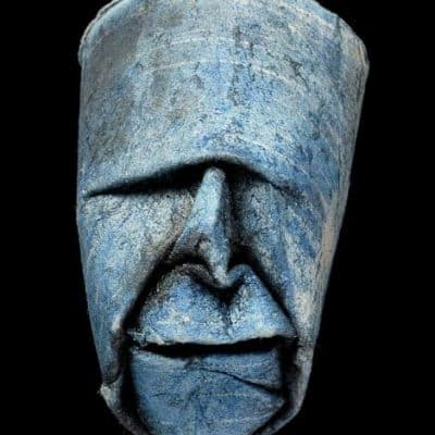 Des visages en rouleaux de papier toilette